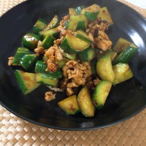 きゅうりと鶏ひき肉の味噌炒め