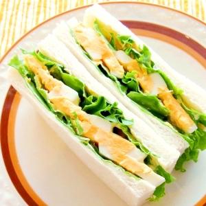 ゆで卵とレタスのサンドイッチ