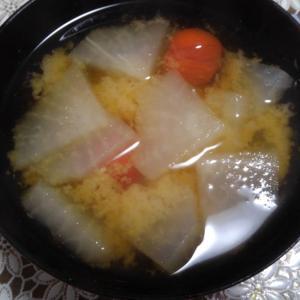 大根とミニトマトのお味噌汁
