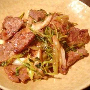 豚レバーと豆苗のピリ辛炒め