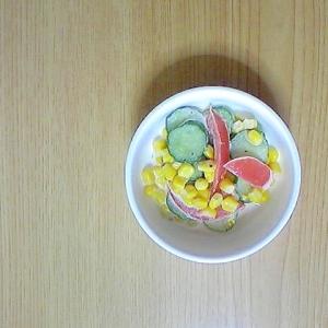 胡瓜、トマト、コーンのサラダ