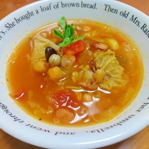 白菜と蒸し豆のスープ