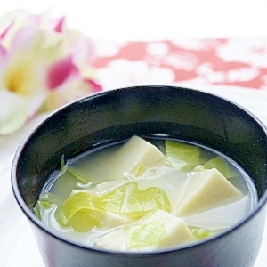 高野豆腐とキャベツのお味噌汁