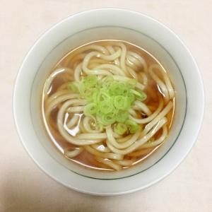 醤油ラーメンの粉末スープでシンプルねぎ乗せうどん♡