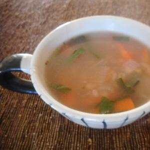 ニンジンとニラと雑穀のスープ