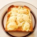 メイプルシロップがけチーズトースト
