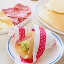 はさんでヘルシー☆アボガドとベーコンのパンケーキ