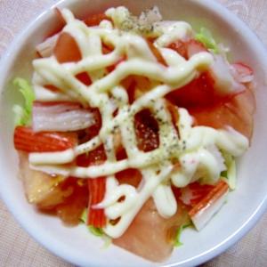 トマトとキャベツとかにかまのサラダ