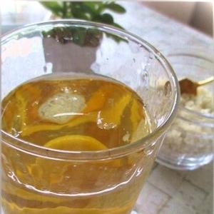 麹パウダー入りアイスレモンティー