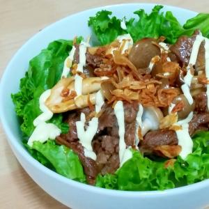 ピリ辛☆簡単しめじ入りサラダ牛丼