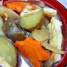 ナスと油揚げ、タマネギ、ニンジンのお味噌汁