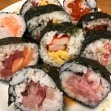 一切れずつ具材が変わっていく!巻き寿司