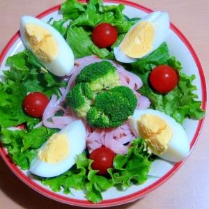 野菜たっぷり、ヘルシーサラダ♪