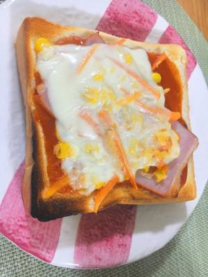 人参・コーン・ハムのピザトースト