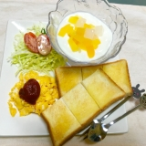 スクランブル卵とトロピカルヨーグルトモーニング♡