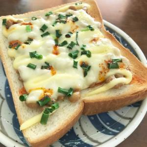 ラー油ネギ納豆トースト