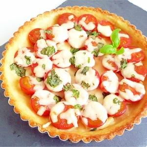 マッシュドポテトのトマトチーズパイ