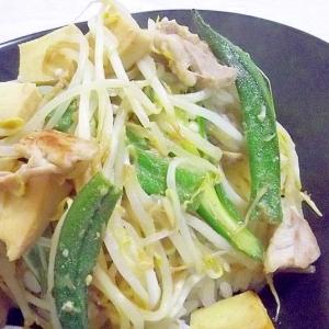 暑さに負けるな♪豚とオクラともやしの味噌生姜炒め