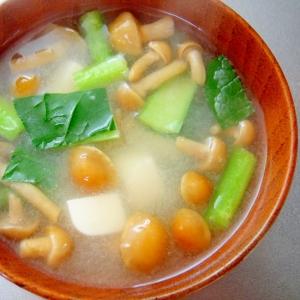 なめこ、豆腐、小松菜のみそ汁