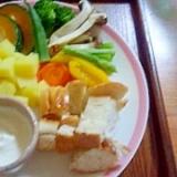 温野菜で冷製チーズフォンデュ風