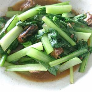 イワシの味噌煮缶と小松菜の炒め物