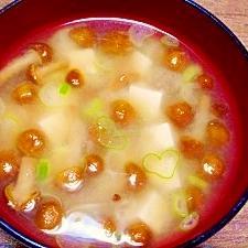 毎日のお味噌汁217杯目*ナメコと豆腐、♡葱