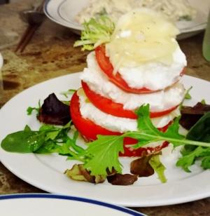 リコッタチーズとトマトのカプレーゼ