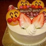 子供も喜ぶアンパンマンケーキ