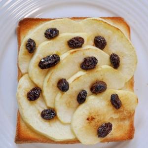 焼きりんごと干しぶどう黒酢トースト