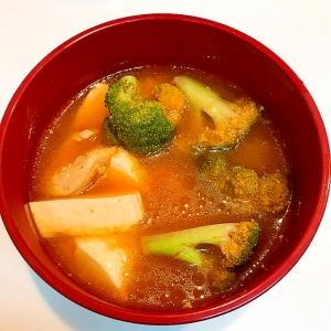 ヘルシー素材で☆鶏胸肉とブロッコリの豆腐チゲ