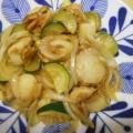 ベビー帆立、玉葱、ズッキーニの炒め物