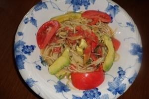 トマトとツナとアボガドの冷製パスタ
