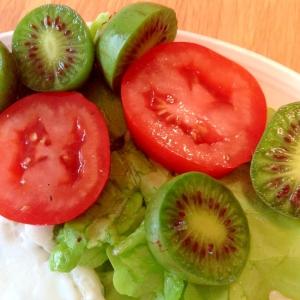キウイベリーのサラダ