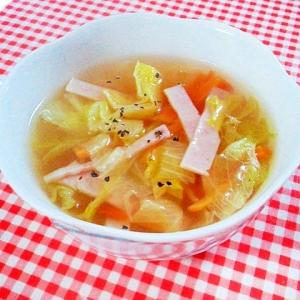 白菜、ハム、人参のコンソメスープ
