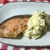 鮭バター焼きのブロッコリー芯入りタルタルソース掛け