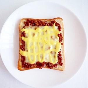 納豆ととろけるチーズのトースト
