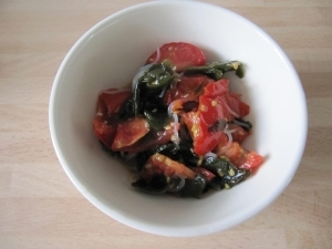 暑い季節にさっぱり!トマト&わかめ&春雨のサラダ