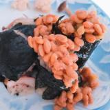 イカめし風巻き寿司のこぼれ納豆
