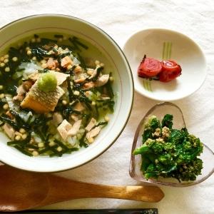 麦ごはんでサラッ鮭と鮭茶漬けの素でダブル鮭茶漬け♡