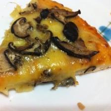 椎茸ソテーのチーズピザ