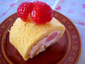 ふわふわ♪イチゴのフルーツロールケーキ♡