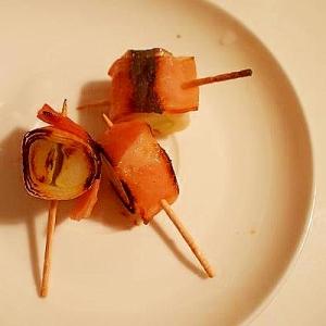 おつまみにミニ串焼き☆下田葱のベーコン巻き