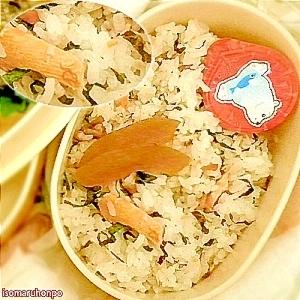 さわやかで食欲UP!鮭と梅と紫蘇の混ぜご飯