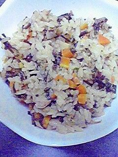 ツナと塩昆布で☆美味しい炊き込みごはん♪