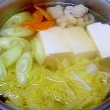 とりもも肉と豆腐と白菜とにんじんの具沢山スープ