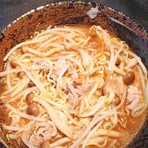 生姜とにんにくを入れて。味噌ラーメン。