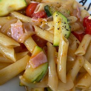ズッキーニとトマトの簡単パスタ