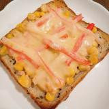 とうもろこし&カニカマのチーズトースト