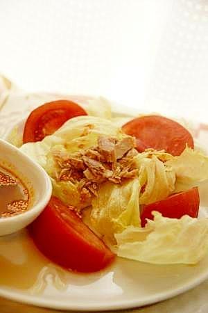 さっぱり、ピリッと!レタスとツナの中華風サラダ♪