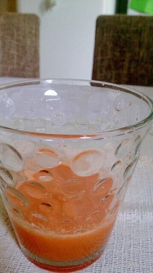 にんじんとガラメロン、パセリのジュース